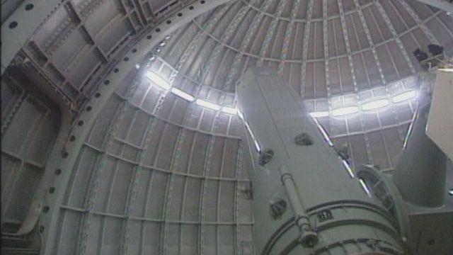 A l'intérieur d'un observatoire astronomique celui de St-Michel en Haute-Provence en 1996. [RTS]