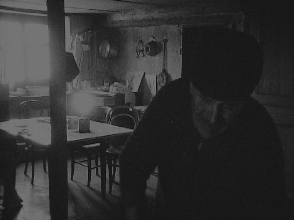 L'agriculteur Alfred Pellaton dans sa ferme. [RTS]