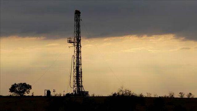 Derrick de forage d'un puits de gaz de schiste au Texas. [Eric Gay - AFP]