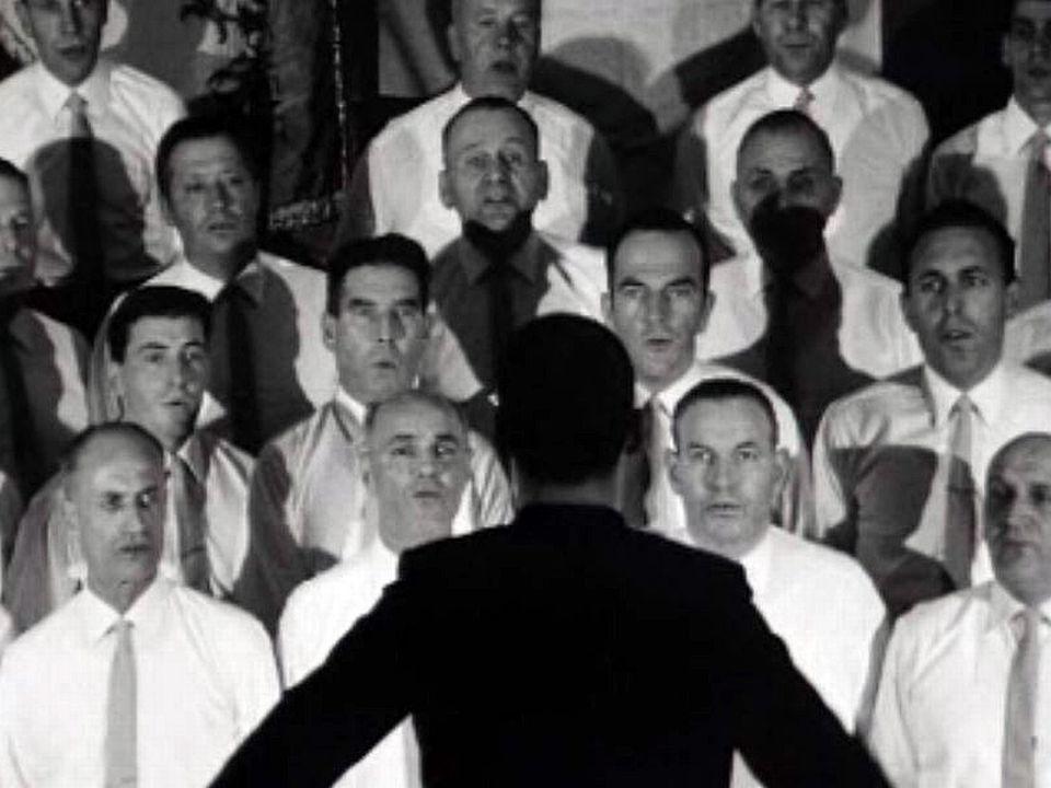 Son répertoire est surtout constitué de chants du terroir.