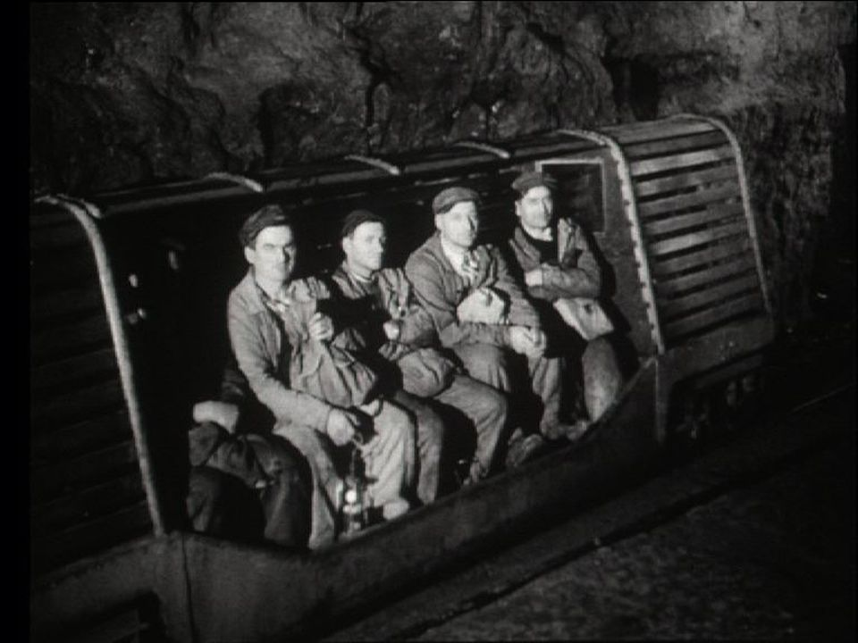 Mineurs dans la saline de Bex en 1963. [RTS]