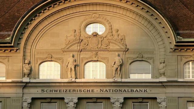 La décision de la BNS fait planer une nouvelle menace sur les avoir des caisses de pension. [Peter Klaunzer - Keystone]