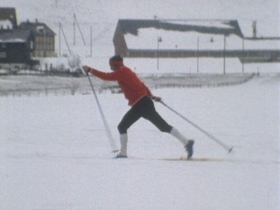 Aloïs Kaelin, fondeur suisse de ski de fond à l'entraînement. [RTS]