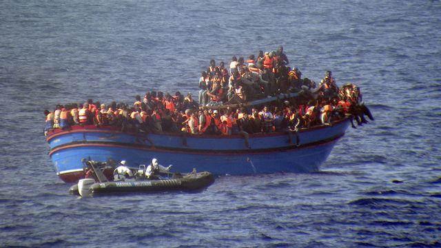29 juin 2014, 566 migrants sont secourus par la marine italienne en mer méditerranée. [AP Italian Navy - Keystone]