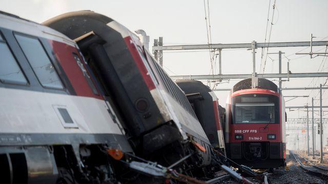 Les trains sont entrés en collision à proximité de la gare de Raft (ZH). [Ennio Leanza - Keystone]