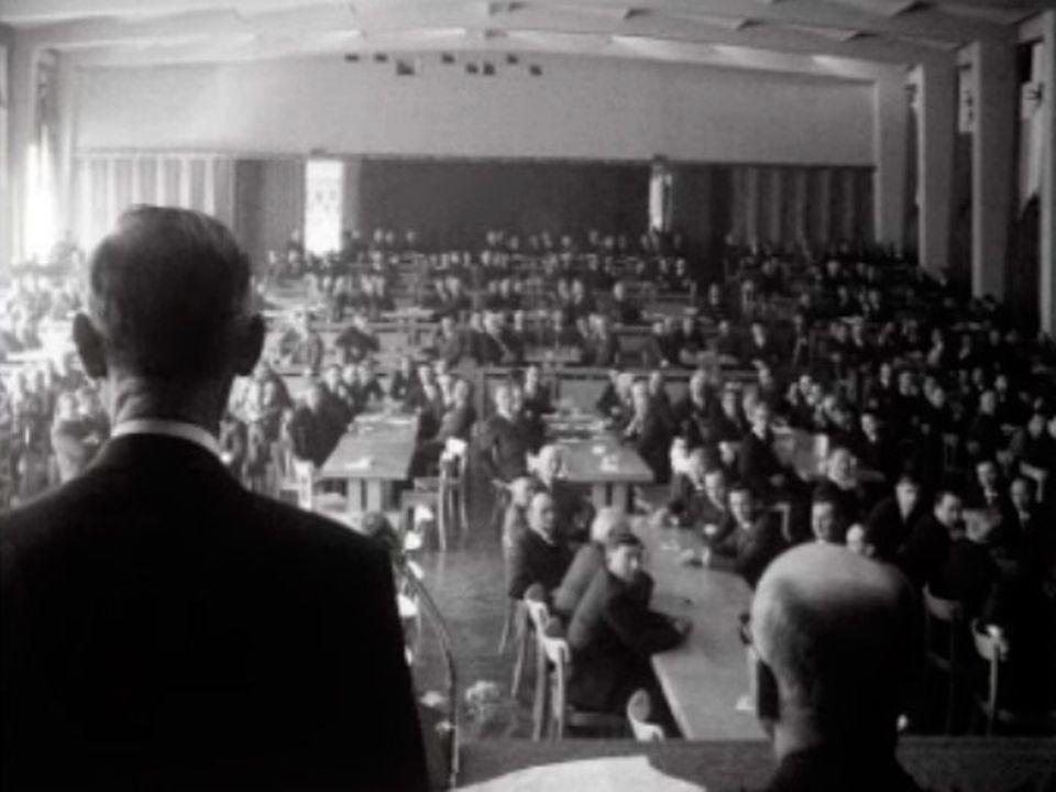 En 1969, une assemblée pour célébrer les 50 ans de la Caisse Raiffeisen. [RTS]