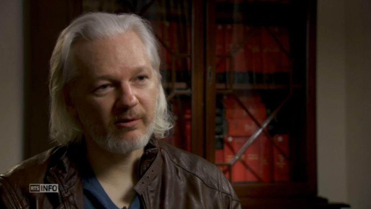 """Julian Assange craint """"la mort ou la mise au secret"""" aux USA [RTS]"""