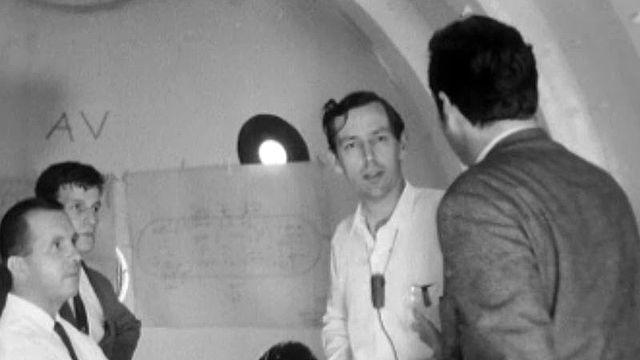 Jacques Piccard présente la construction de son mésoscaphe.