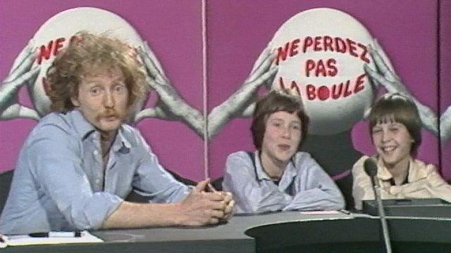 Gérard Demierre aux commandes de l'émission Ne perdez pas la boule, 1980. [RTS]