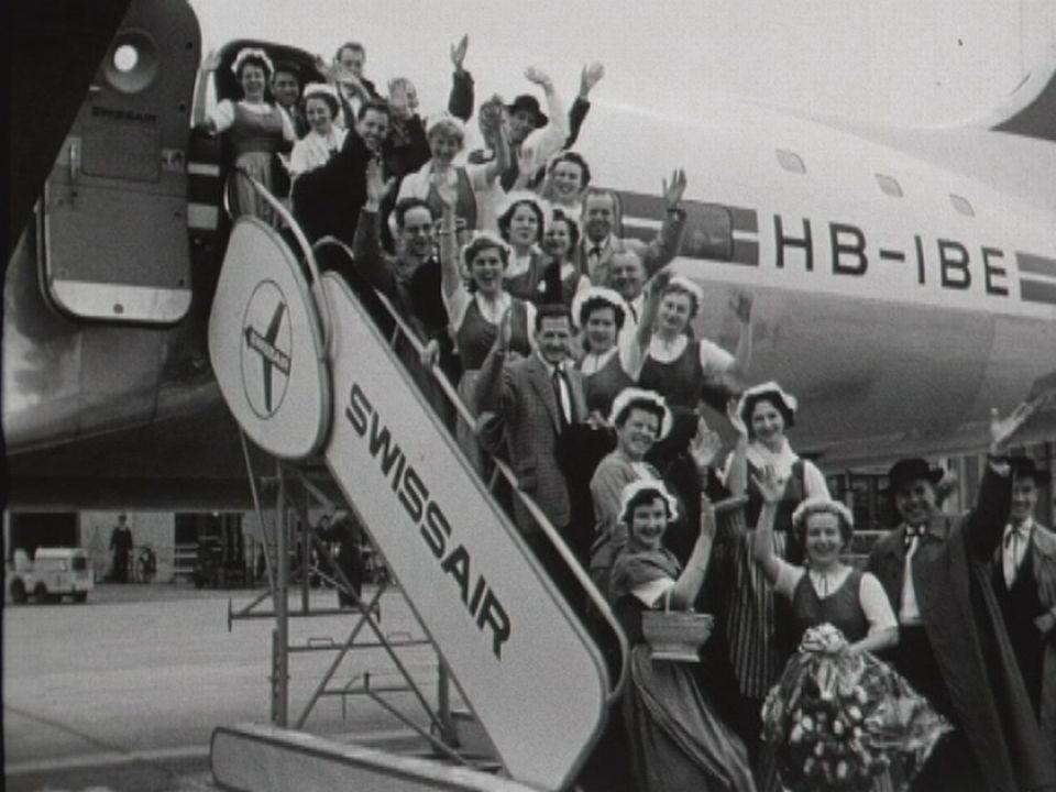 """Le choeur mixte """"La Chanson de Lausanne"""" posant avant son décollage. [RTS]"""