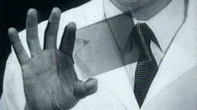 Explications sur le procédé de l'hologramme dans l'émission Audiovisuel. [RTS]
