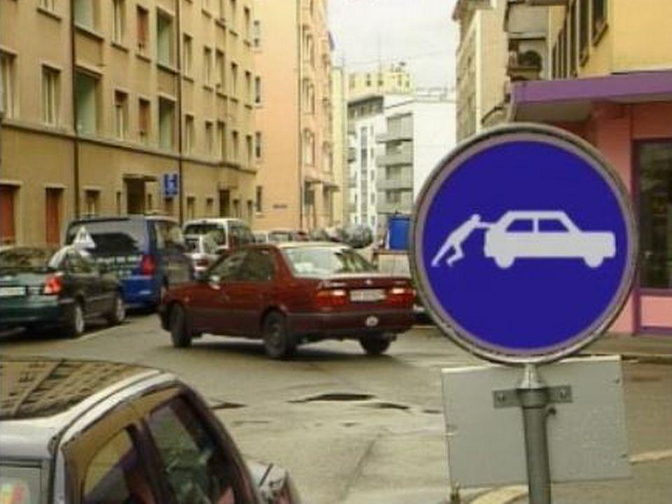 Nouveau mode de parcage à Fribourg. [RTS]