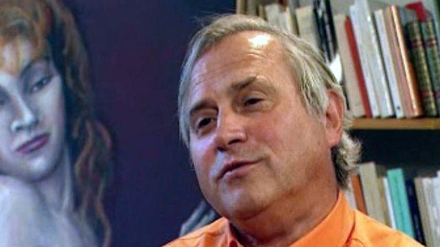 Depuis trente ans, il fait vivre les Editions de l'Aire, à Vevey.