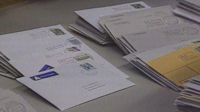 La direction des PTT introduit le courrier C. [RTS]