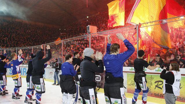 12 mars, Bienne: le HC Bienne s'impose 3-1 face aux Lions et décroche le droit de disputer un 7e match décisif en quart des playoff. Les joueurs ne le savent pas encore, mais il s'agit du dernier match au mythique Stade de Glace. Dans le même temps, le Lausanne HC bat le CP Berne 2-1 et revient aussi à 3-3 dans la série. [Peter Klaunzer - Keystone]