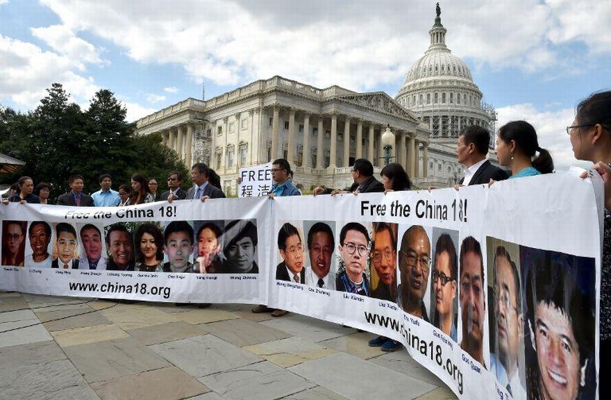 Des proches de prisonniers politiques chinois manifestent pour leur libération à Washington, en septembre 2014.