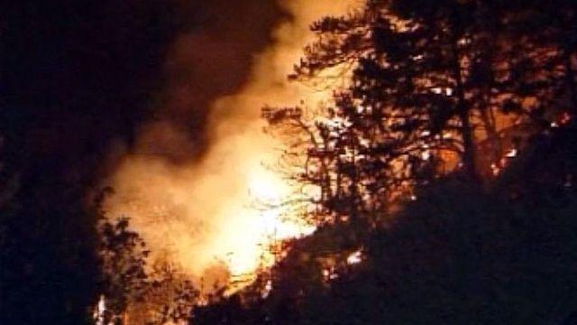La canicule favorise l'incendie des forêts autour de Loèche.
