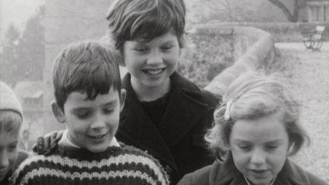 Interview d'enfants sur le voyage dans la lune en 1962 en Suisse. [RTS]