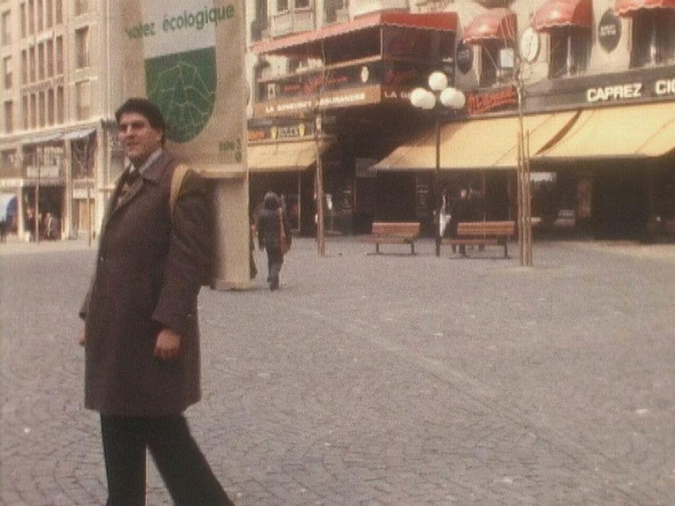 Daniel Brelaz, homme-sandwich du Groupement pour la protection de l'environnement, en 1982. [RTS]