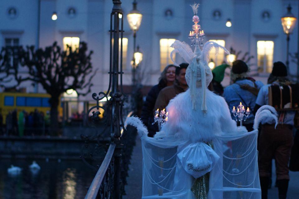 Foule au carnaval de Lucerne. [RTS]