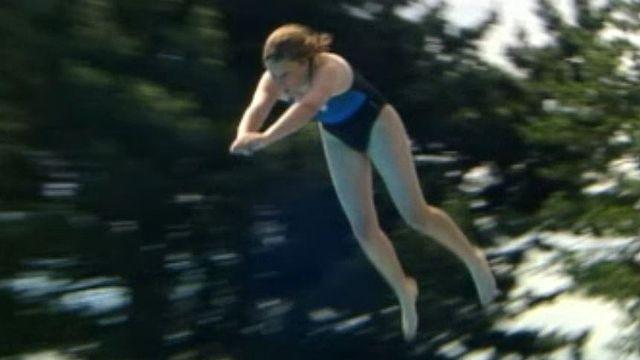 Se faire catapulter dans l'eau, un plaisir proposé à la piscine d'Aigle.