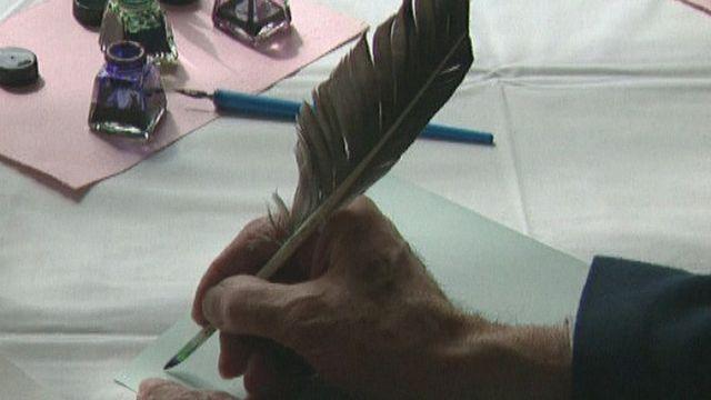 Correspondre par lettre, à la plume ou au stylo, c'est tout un art de vivre, 1998. [RTS]
