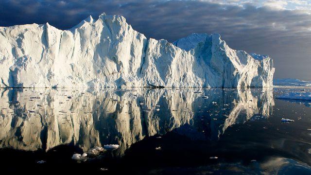 Les barrières de glace permanentes autour de l'Antarctique font de 400 à 500 mètres d'épaisseur. [Bob Strong - Reuters]