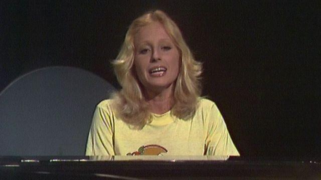 Véronique Sanson au piano sur le plateau de Mosaïque en 1976. [RTS]