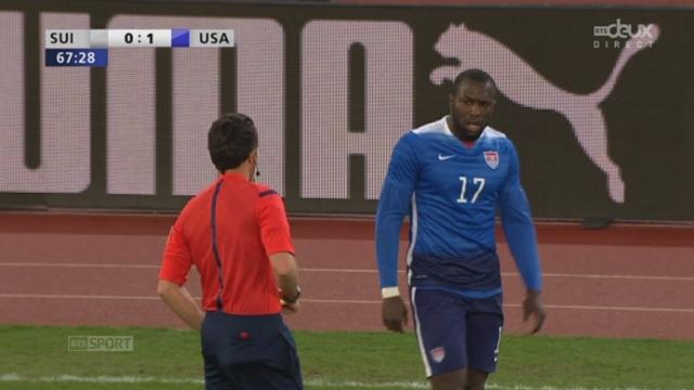 Suisse - USA (0-1): expulsion de l'attaquant Américain après une faute plus insulte envers l'arbitre [RTS]