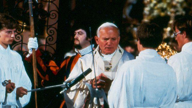 Pape Jean-Paul II en Suisse en 1984. [RTS]