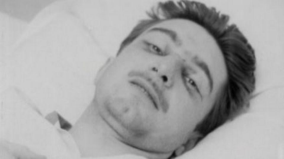 Jo Siffert à l'hôpital, après un accident automobile en 1965. [RTS]