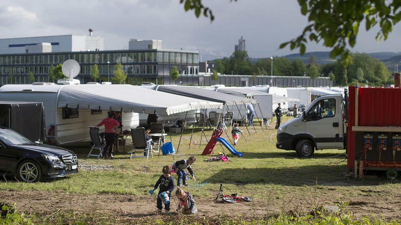 Campement de Yéniches à Berne. [Gian Ehrenzeller - Keystone]
