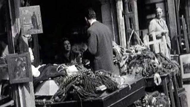 Dans le Paris de 1954 avec ces petits métiers des rues.