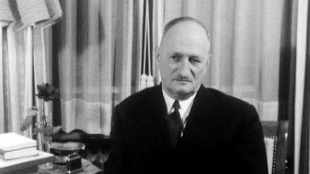 Le Conseiller fédéral vaudois Paul Chaudet démissionne.