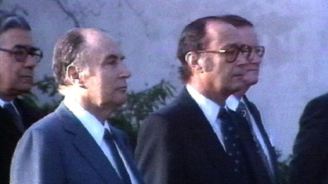 Mitterrand et Pierre Aubert en 1983. [RTS]
