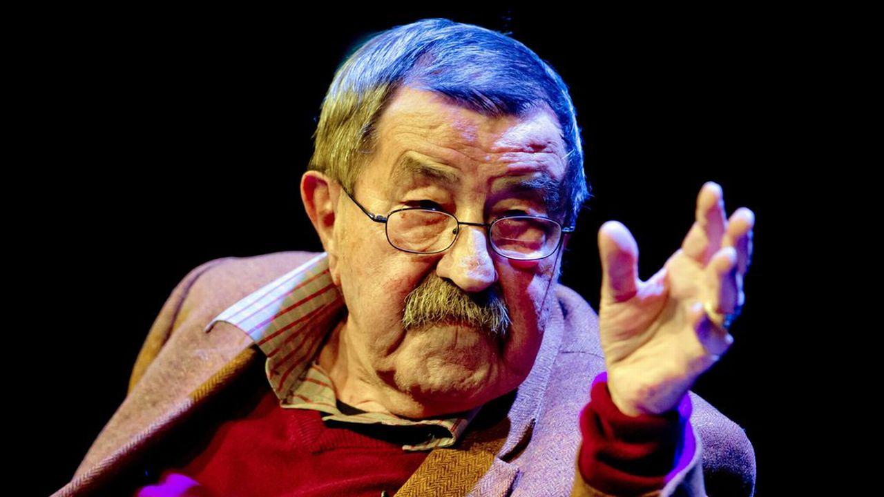 """Le Nobel de littérature allemand Günter Grass lors de l'ouverture de l'exposition """"Hundejahre"""" à Munich, le 20 novembre 2014. [Sven Hoppe - EPA/Keystone]"""