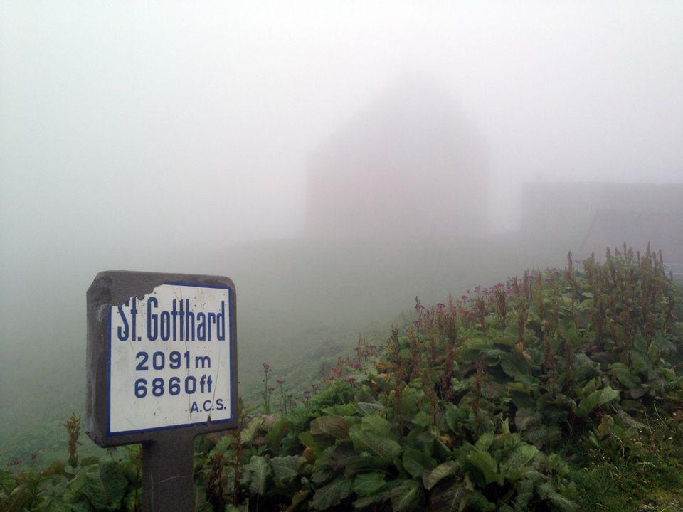 Un col dans le brouillard. [RTS]
