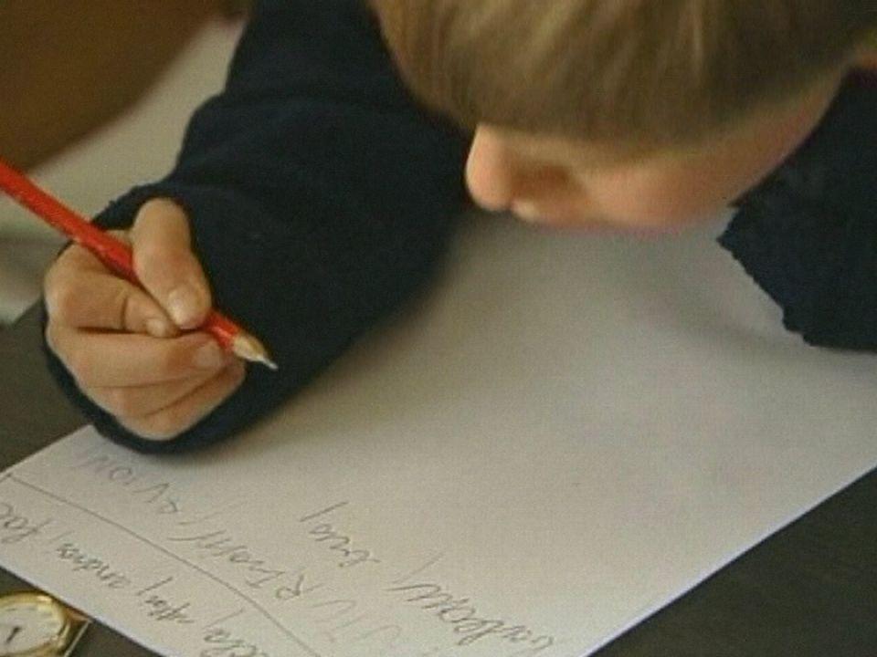 Enfant inspiré lors d'un atelier d'écriture en 2001 [RTS]