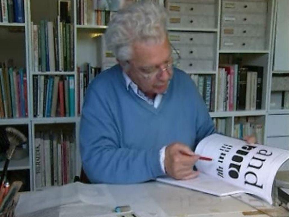 Adrian Frutiger, créateur de signes, en 1999. [RTS]