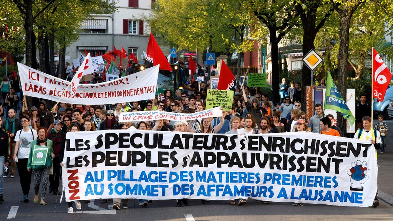 Environ 500 personnes ont défilé mardi à Lausanne pour dénoncer la spéculation sur les matières premières. [Salvatore Di Nolfi - Keystone]
