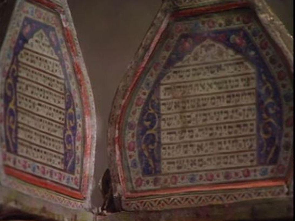 Alphabet hébraïque sur un objet de culte. [TSR]