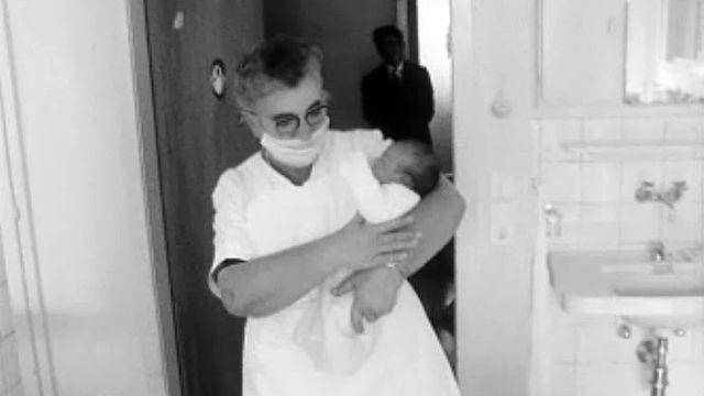 """Elle a mis au monde """"son"""" 7000e bébé à la clinique de Sierre."""