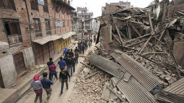 Le bilan provisoire du tremblement de terre qui a ravagé samedi le Népal ne cesse de s'alourdir. [Hemanta Shrestha - EPA - Keystone]