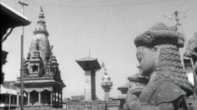Des Suisses tentent de moderniser le Népal, Etat archaïque.