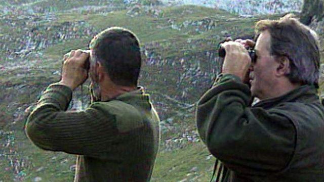 Reportage dans le petit monde des chasseurs fribourgeois.