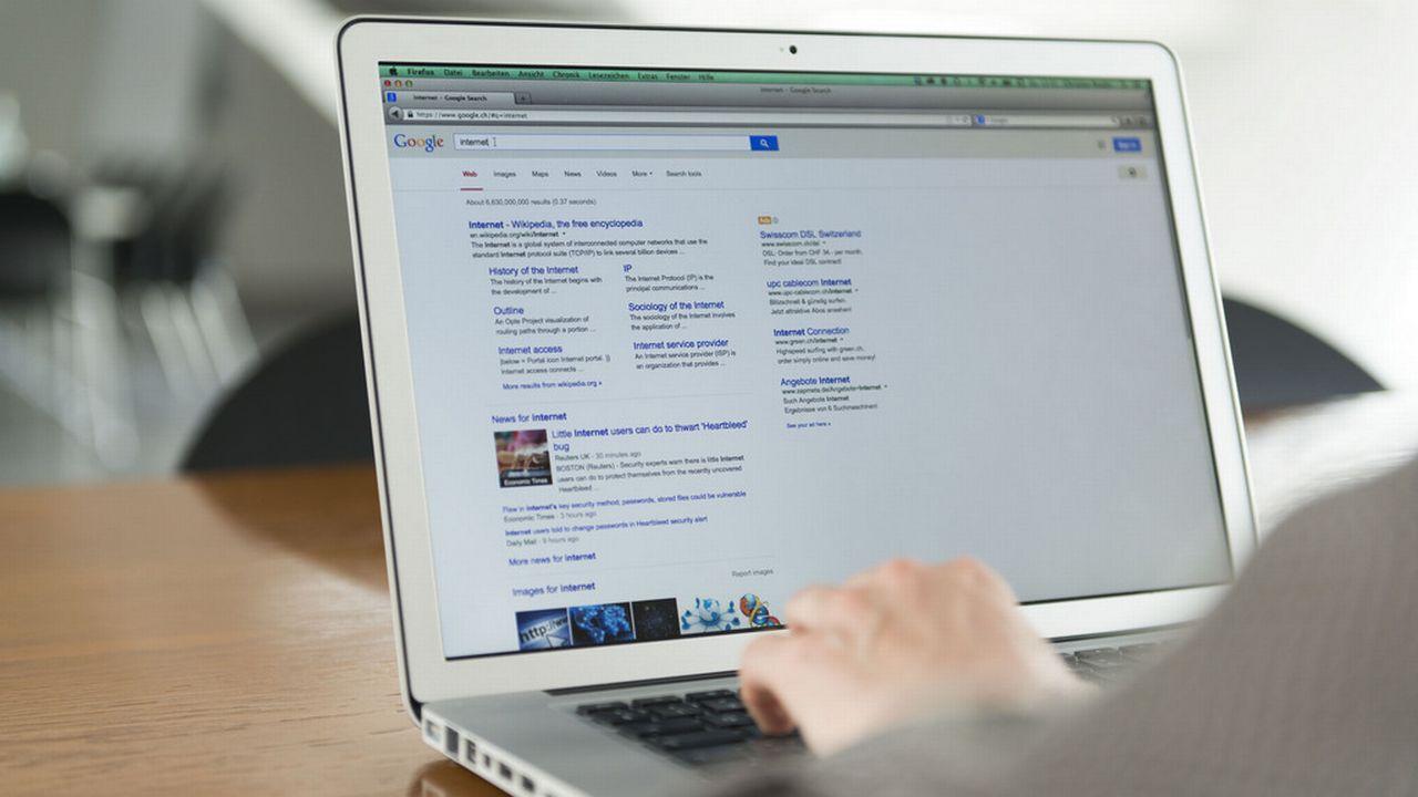 """Afin de soutenir l'innovation, Google mettra """"à disposition 150 millions d'euros pour des projets mettant en avant des idées nouvelles dans la pratique du journalisme numérique"""". [Christian Beutler - Keystone]"""
