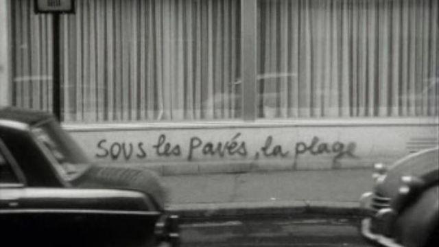 En 1968, les slogans fleurissent à Paris. [RTS]