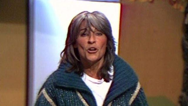 Elle interprète un de ses titres et répond à Bernard Pichon.