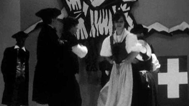 Le groupe genevois, Le Feuillu, se produit sur scène.