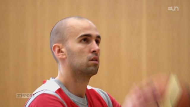 Basketball- finale LNA: entretien avec Brian Savoy (Neuchâtel) et portrait de l'international suisse Dusan Mladjan (Genève) [RTS]